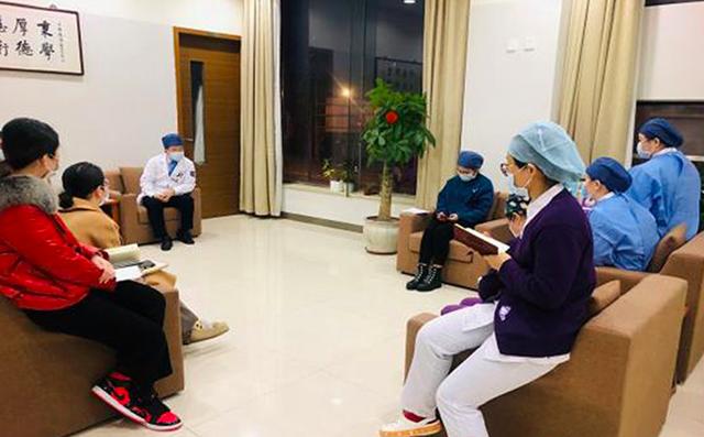 上海德济医院 24 小时严防死守 院长带头驻医院