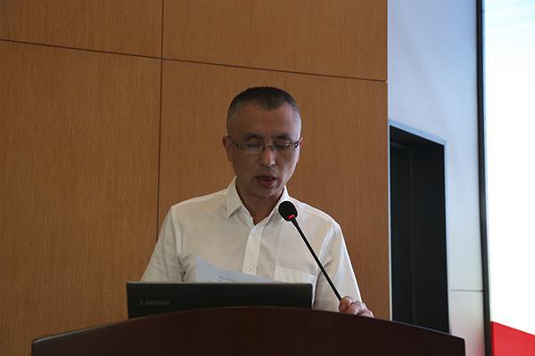 川泌举行新冠病毒防控工作阶段性总结暨护士节表彰大会