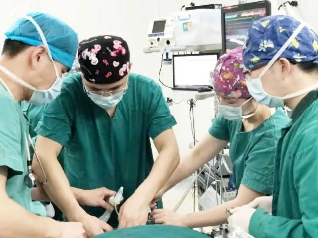 三斤重早产儿患「先心病」,心脏如鸡蛋大小,手术让人揪心