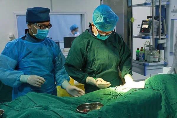 河南信合医院成功为患者施行基底动脉尖动脉瘤介入栓塞术