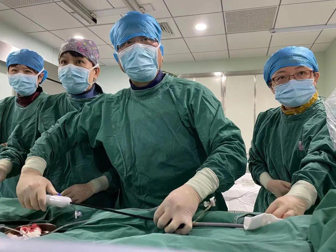 同济大学附属同济医院心血管内科顺利完成 2021 年上海市第一台无导线起搏手术
