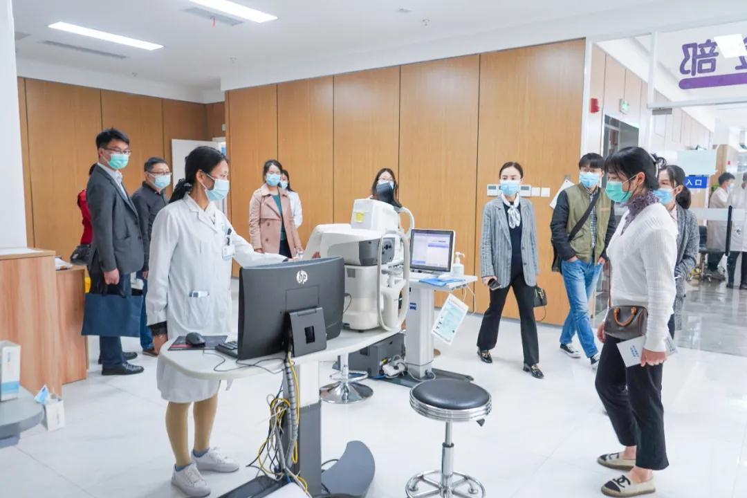 探究合作新模式,为大学生视力保驾护航——电子科技大学医院院长徐静静一行来我院参观交流