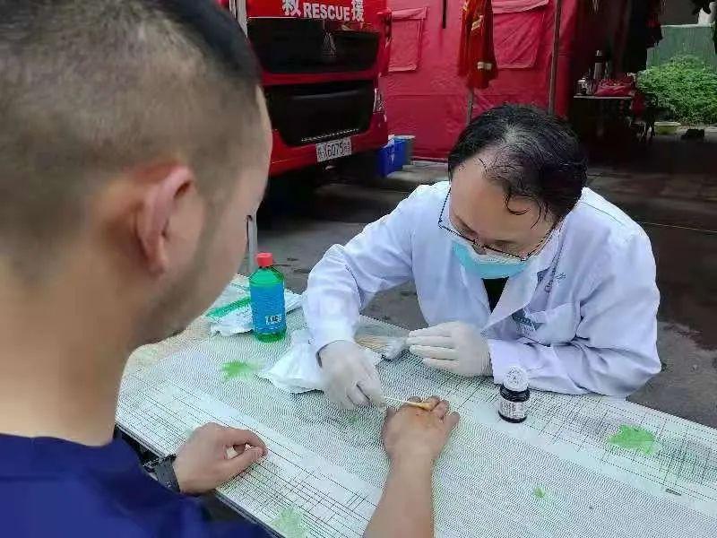 消防「橙」风破浪救援,河南省直三院医护人员全力做好医疗保障