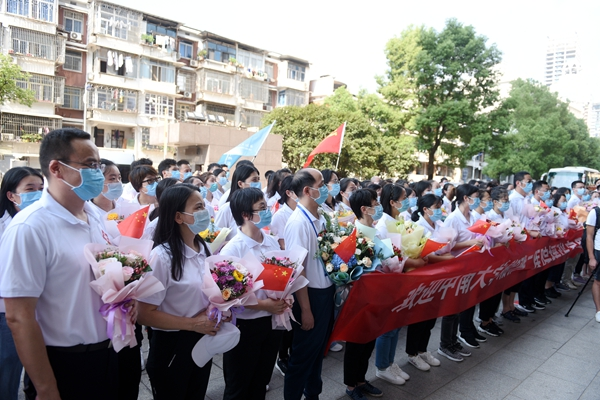 英雄归来!中南大学湘雅二医院援张家界抗疫医疗队凯旋