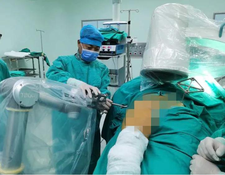 河南省人民医院完成河南省首例「天玑」机器人引导下骨折手术