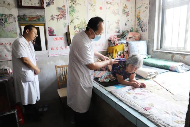潍坊市人民医院博士医疗队赴峡山区岞山街道巡诊