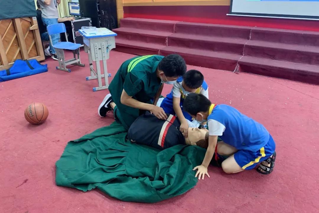 做校园「生命小卫士」——心肺复苏急救培训走进小学