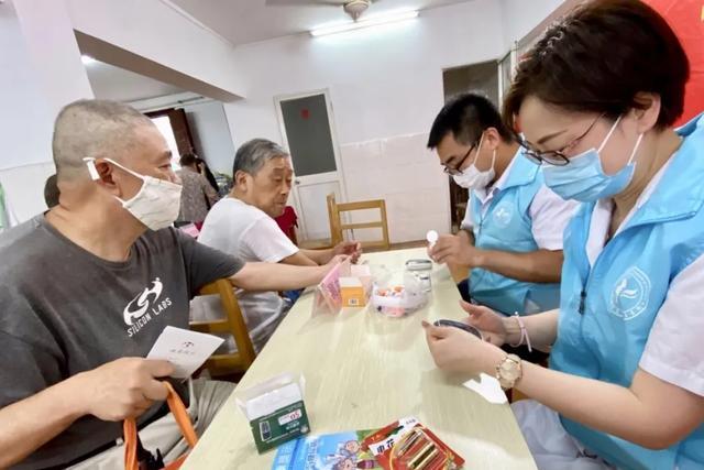 上海市第二康复医院赴淞南社区义诊