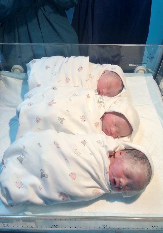 一胎产三子!自然受孕三胞胎孕妇在南昌大学二附院顺利分娩