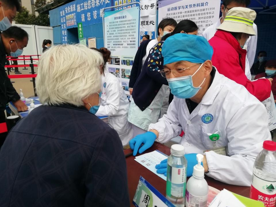 西安交大一附院举办「世界骨质疏松日」大型义诊活动