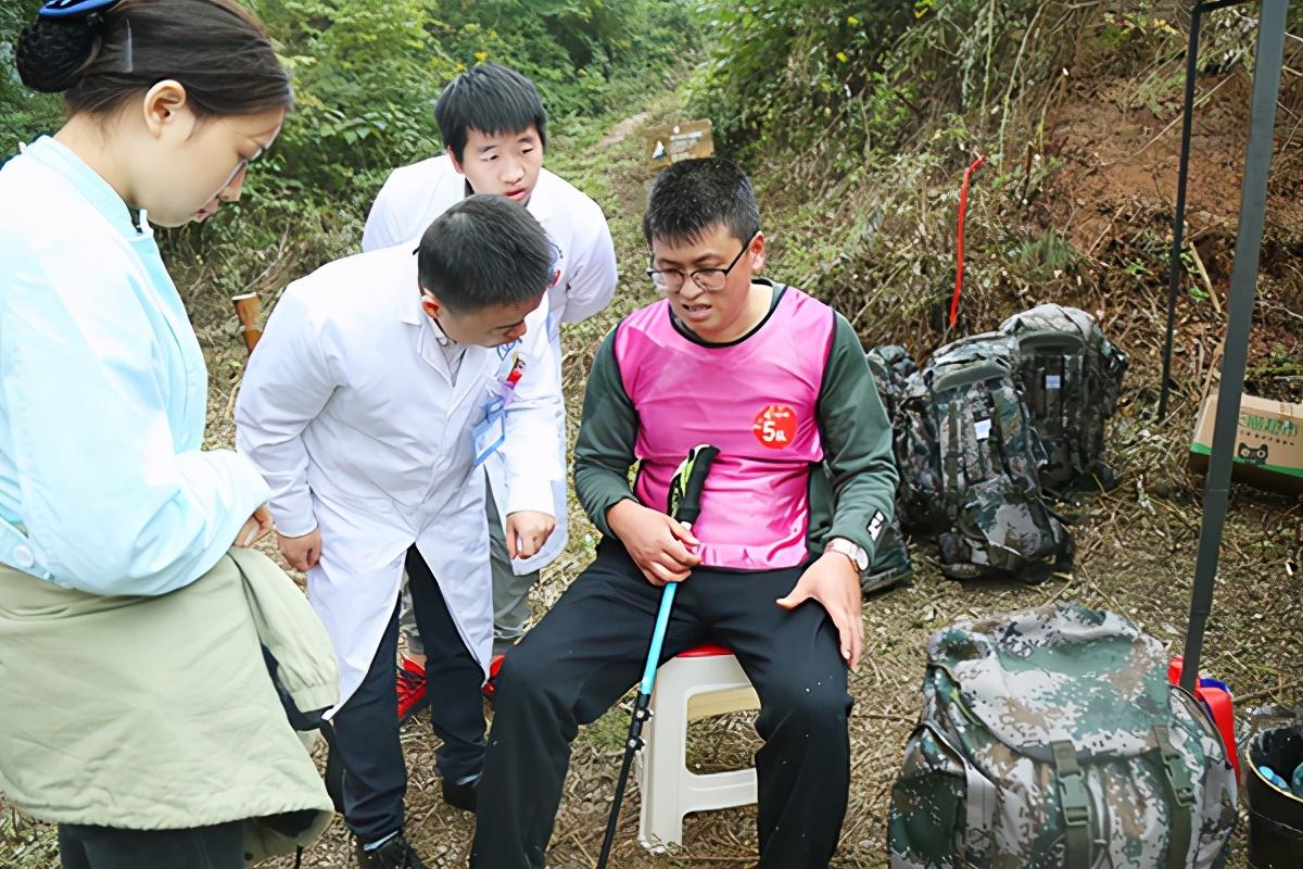 四川省泌尿外科医院助力华川集团 2020 年徒步越野挑战赛