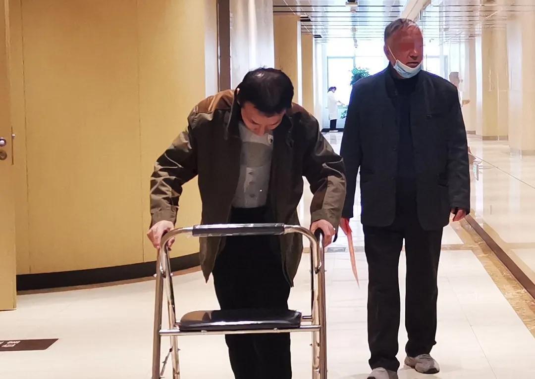 人工智能辅助,助力 20 年「折叠人」挺起脊梁
