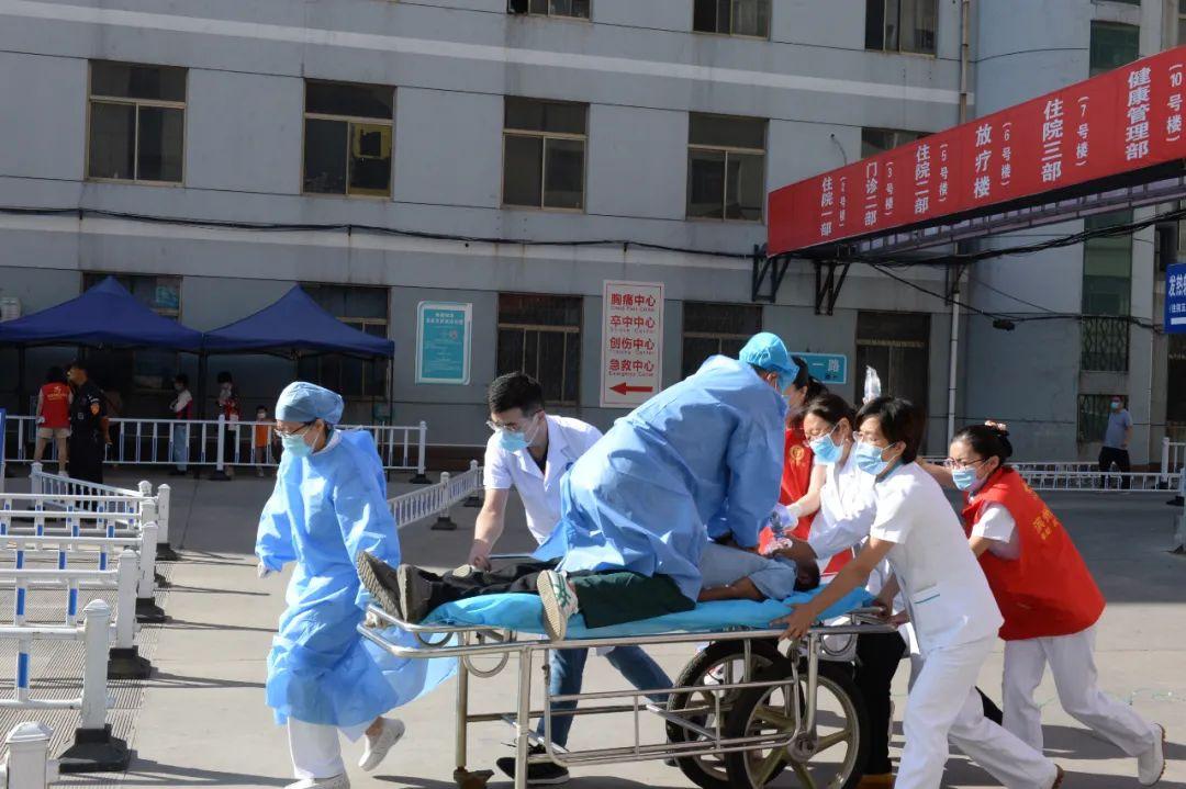 患者在门诊突发急性心肌梗死 滨医附院医护人员应急救援