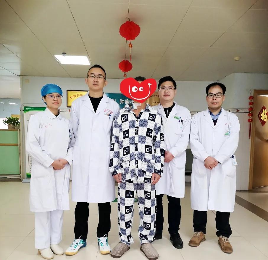 深圳市龙岗区人民医院帮扶靖西市人民医院开展首例经脐「单孔+1」腹腔镜直肠癌根治术
