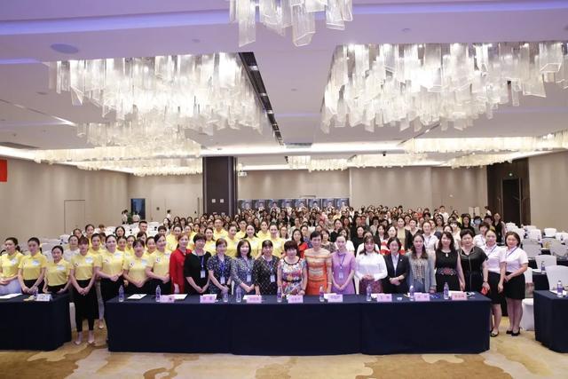 祝贺!她将代表重庆参加中华护理学会外周静脉输液治疗护理演讲全国决赛