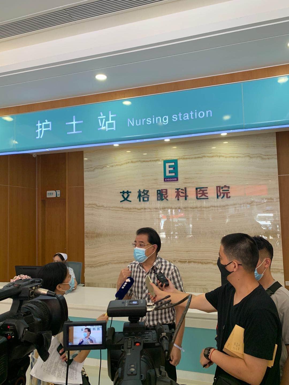 武汉艾格眼科医院先进技术助著名表演艺术家陆鸣先生成功摘镜
