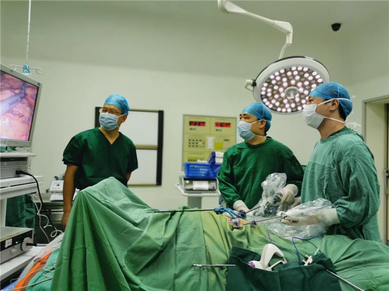 能让患者减轻痛苦是我最大的快乐——记自治区南溪山医院共产党员、胃肠外科专家秦诚