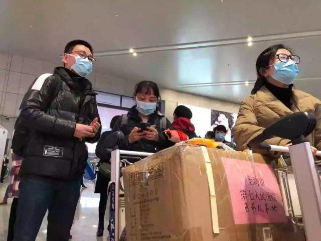 这是今天唯一一架从上海飞往武汉的飞机,上面是上海第二批援鄂医疗队