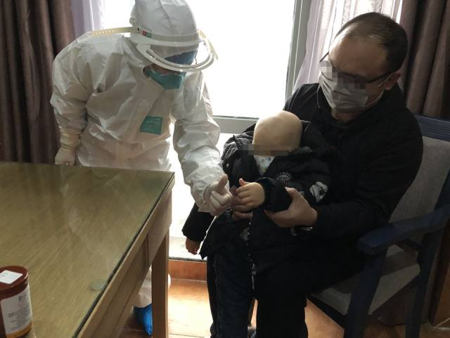 隔离病毒,不隔离爱 温岭市中医院医共体医护人员上门为群众送医送药