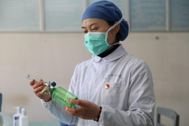 薛新芳:我是共产党员又是护士长, 我不上,谁上!