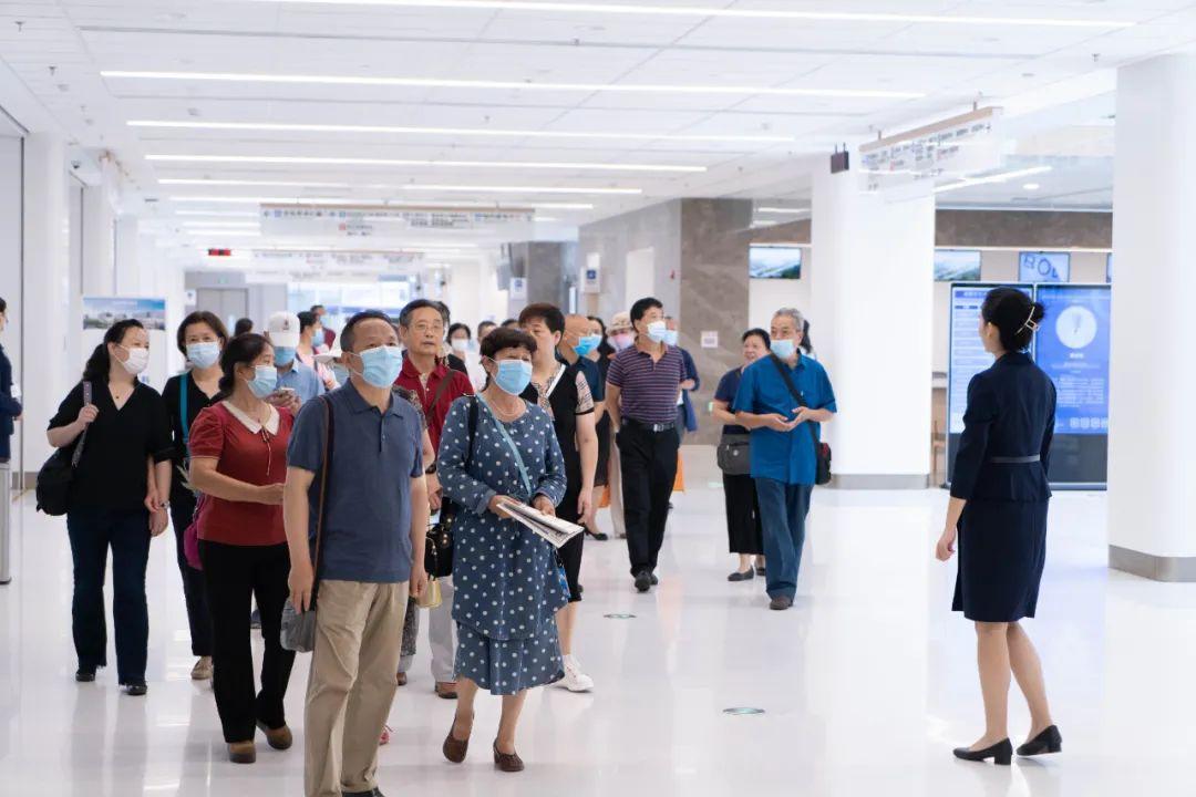 高新区组织军休老干部考察成都京东方医院