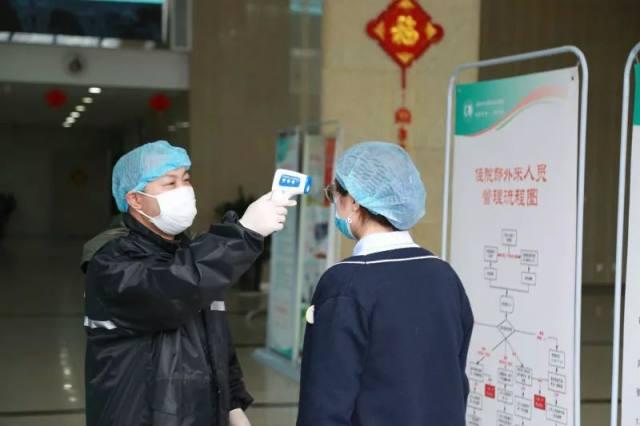 硬核病区管理:成都市一医院一患一陪一证,「自己人」也要防