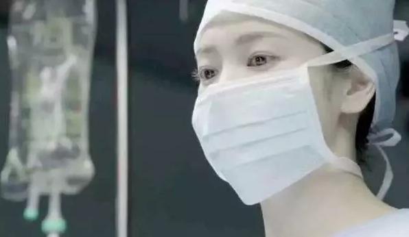 这位女医生,你貌美如花,我来陪你度过似水年华可好?