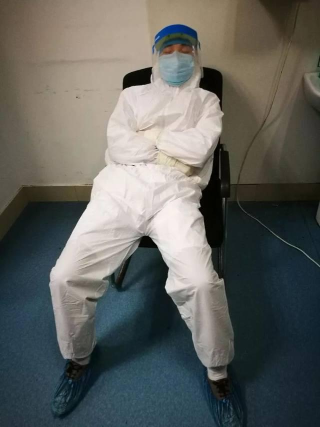 【抗击疫情 有我担当】「最美睡姿」医生谭念背后的故事