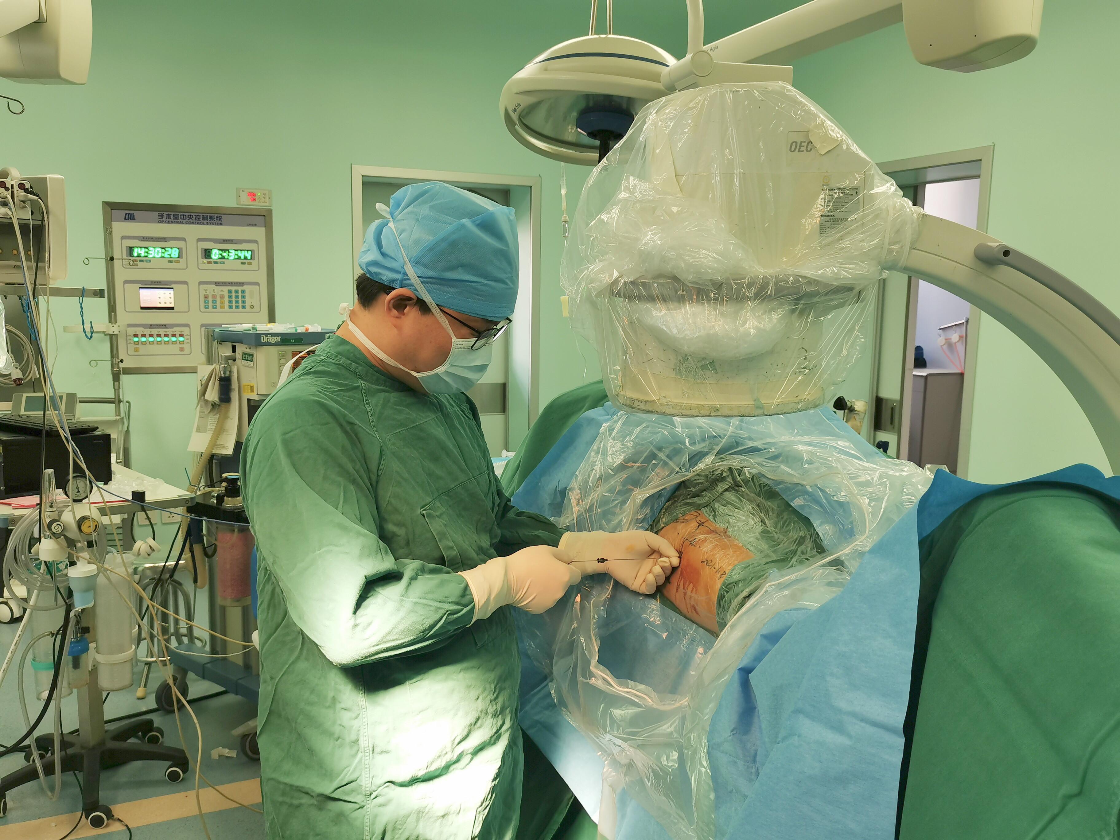 应用 AI 智能+3D 打印,武汉大学人民医院医生开着 3D「导航」做骨科手术