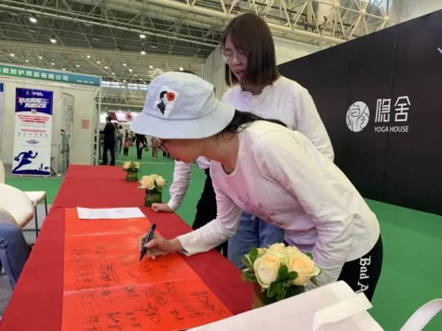 点赞!数千位教授、市民齐签名,倡导健康生活理念