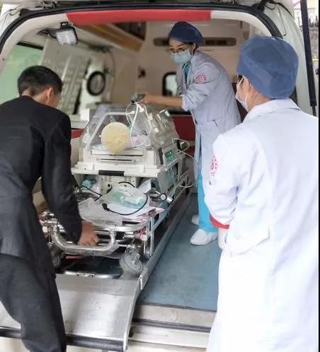 爱心接力! 宫内转运成功救治高龄产妇,32 周早产双胞胎转危为安