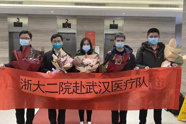 17:30! 首批杭州医疗队正式出发! 目标: 武汉! 行李箱里的尿不湿让人泪目...