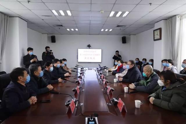 济南市人民医院举行第二批赴鄂医疗救援队出征仪式