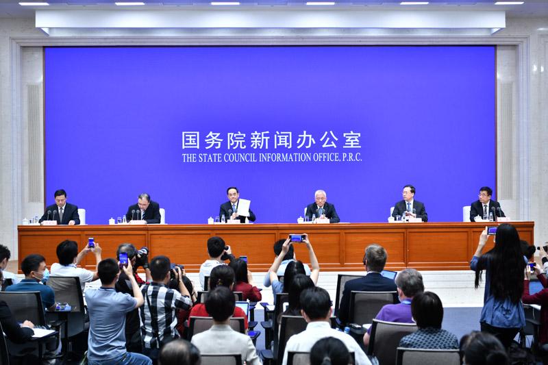 人民至上、生命至上的中国答卷——从白皮书看中国抗击疫情历程