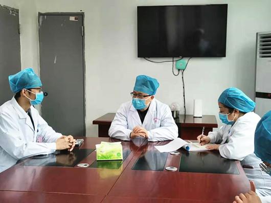 没有多想带着洗漱用品就投入战斗 ——记达州市中心医院第一批进驻防疫救治点的医务人员