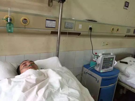 南充退伍武警暴打急诊科医生  致肩关节粉碎性骨折