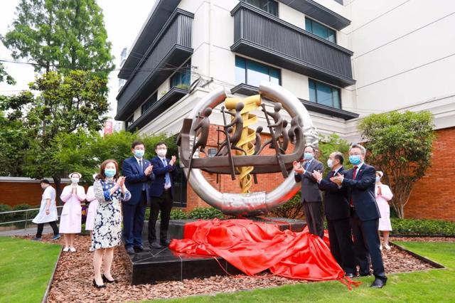 「同舟济世」主题雕塑揭幕