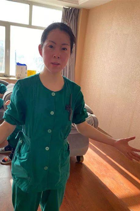 为省一件隔离服 她们穿出最催泪手术衣!