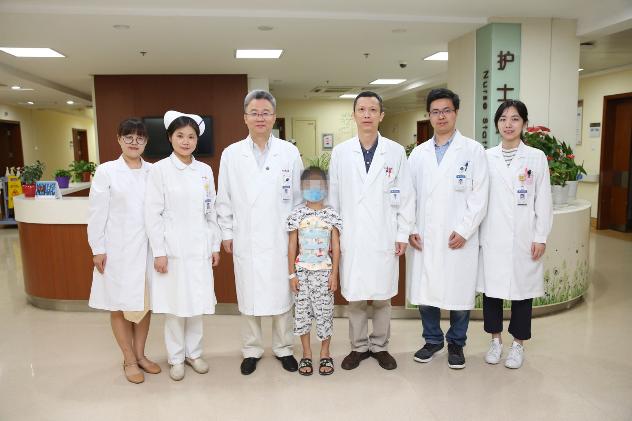 同济大学附属同济医院成功救治一例复杂儿童腰椎半椎体畸形