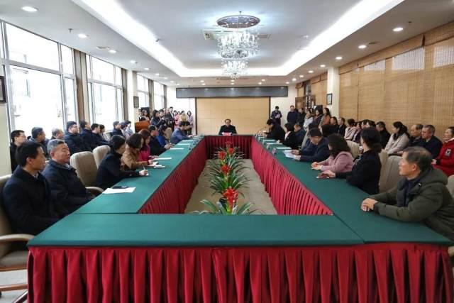 潍坊市人民医院领导召开职能部门会议并到一线调研工作