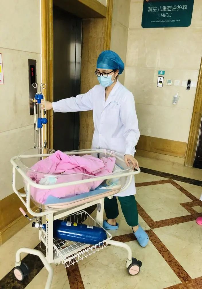 出生时胎龄 28 周、体重仅 1040 g 的早产「掌心宝宝」出院啦