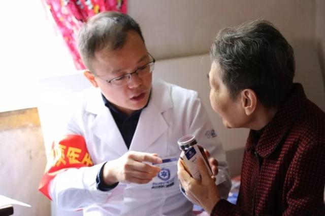 武汉存济口腔医院:总有人无法和爱人长厢厮守,只是偶尔独自奋斗