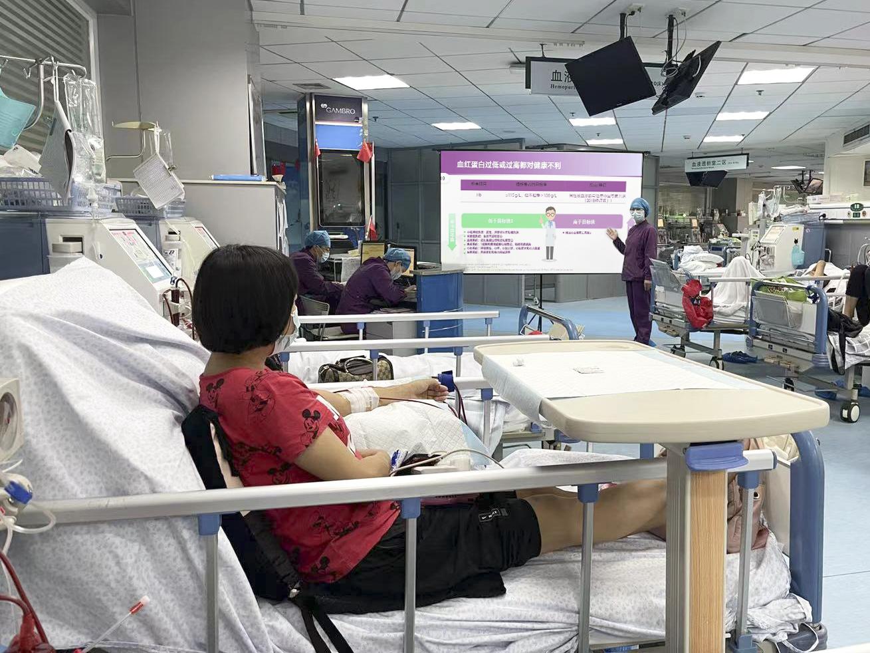 看着「电影」做透析,武汉大学人民医院肾内科为透析患友打造「病床旁的影院」