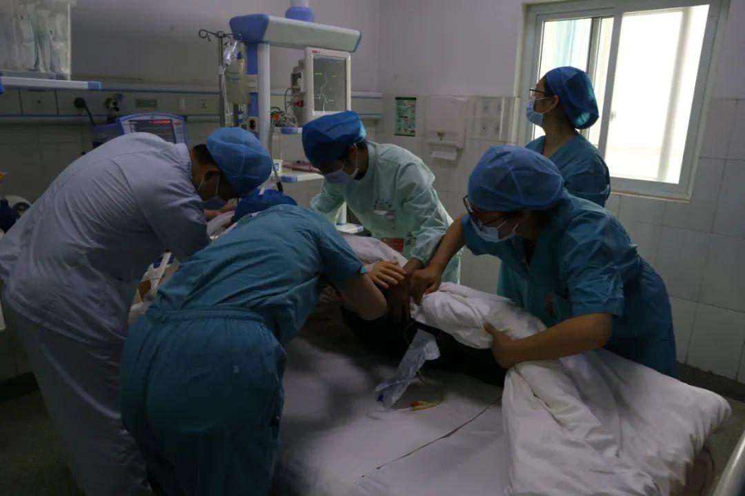 争分夺秒!登封市人民医院开展危重孕产妇抢救应急演练