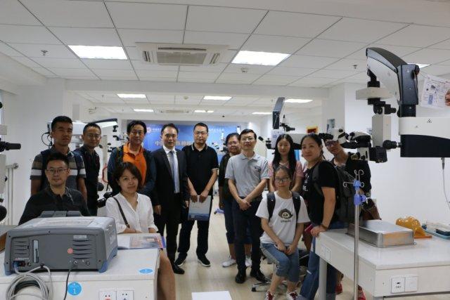 中央及行业媒体采访团走基层活动走进华厦眼科医院集团