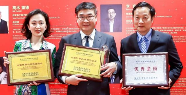 希玛眼科和主席林顺潮  上海、深圳连夺多个奬项