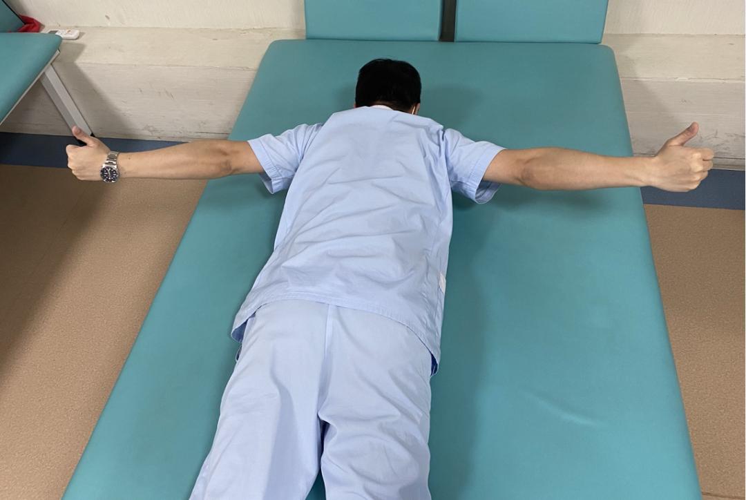 坐办公室久了颈肩背部疼痛?教你一招在家就能锻炼改善
