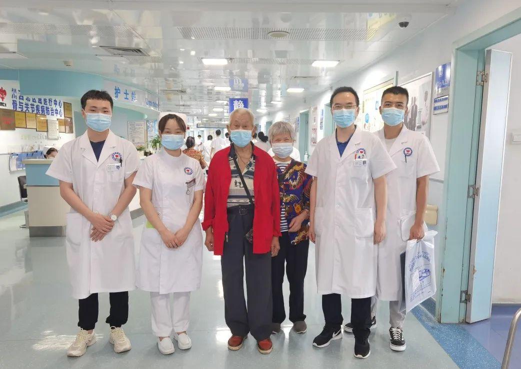 绵阳市中心医院顺利完成 90 岁高龄老人左侧人工全膝关节置换手术治疗