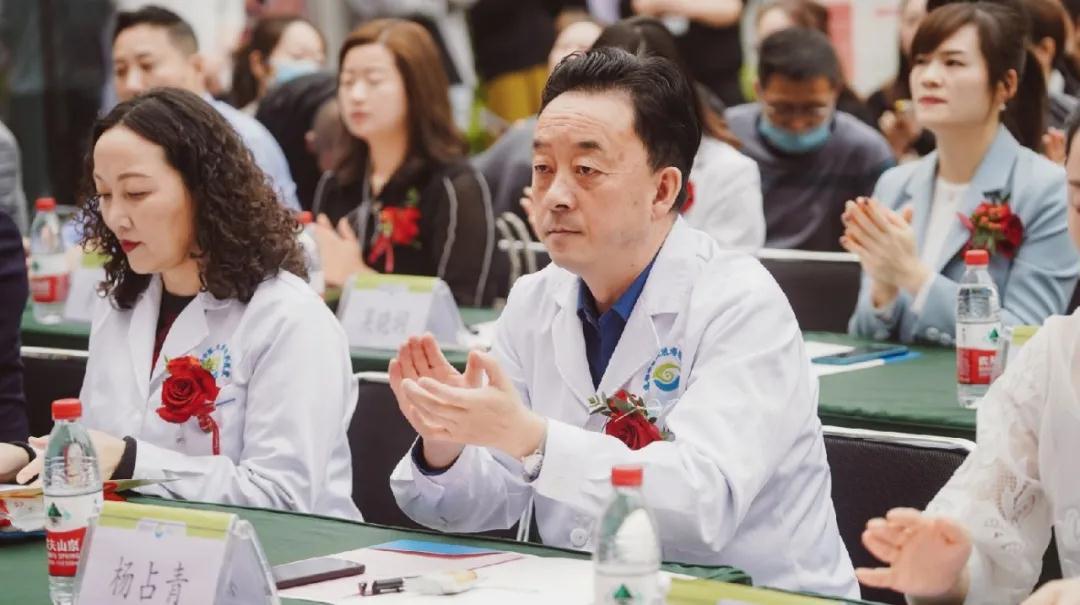携手开展体重及血糖辅助管理,「成都中医大银海天一国民体质监测中心」「银海天一肥胖与代谢性疾病中心」授牌成立
