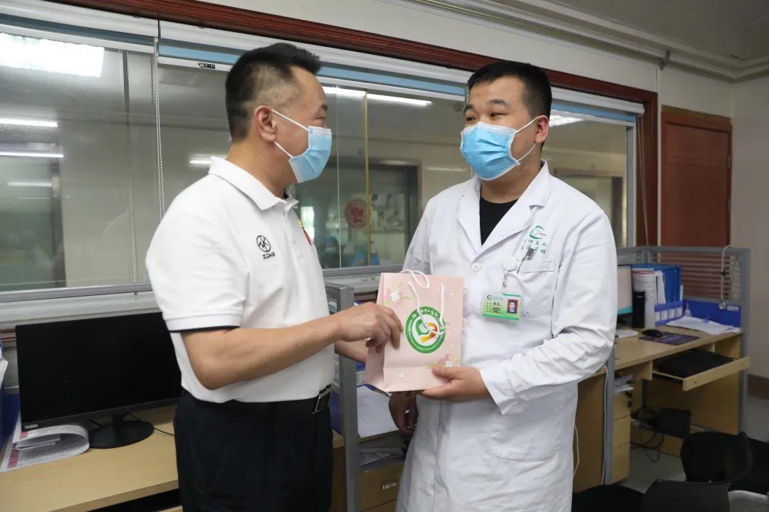 情暖中秋·医路有你——湘潭市中心医院为血液科患者和医护人员送上中秋「大礼包」